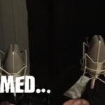 Jag och Ulf och I mörkret med logon. Vi har mörka kläder och sitter i en studio.