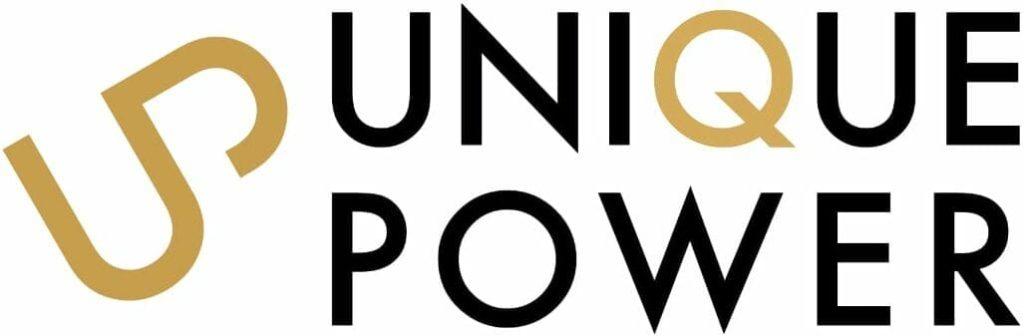 Logotyp Unique Power. Symbol i guldfärg till vänster föreställande ett ihopsatt U och P. Till höger om symbolen står Unique och Power i svart på varsin rad. Bokstaven Q är samma guldfärg som symbolen intill.